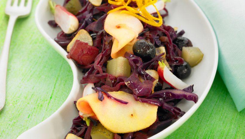 Salade de chou et de pommes aux lardons