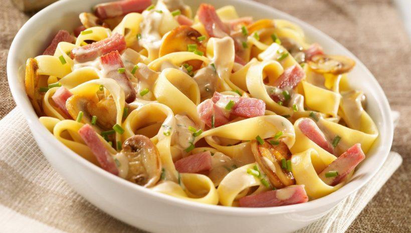 Tagliatelles au bacon et tomates séchées